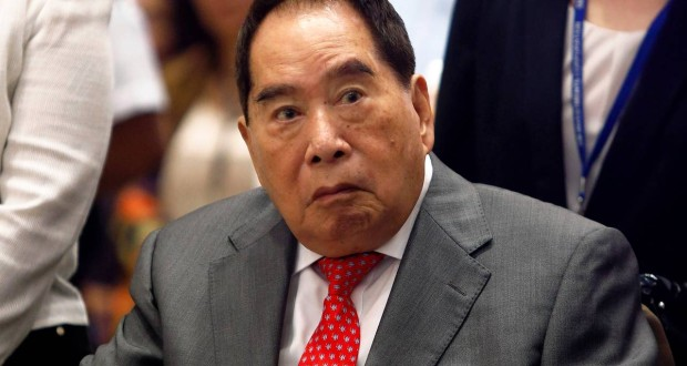 Henry Sy at the opening of a shopping mall in Manila in May, 2013. His conglomerate, SM Investments, is looking to expand in China, with plans to open three new malls by 2017, in addition to the six it already has there. PHOTO: REUTERS