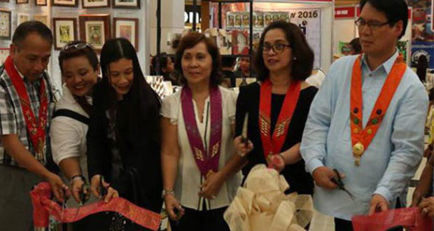 DAVAO. Marian C. Mahinay (3rd from left), Mindanao Trade Expo Foundation Inc. executive director, leads the ceremonial cutting of the ribbon to formally open this year's edition of Mindanao Trade Expo (MTE), the Retail Show, at the Abreeza Mall of Davao on Wednesday. The event will run until April 19, 2016. (Ace June Rell Perez)