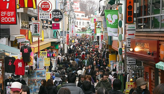 06-26 Tourist spending rises at Japanese department stores