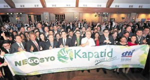 Trade Secretary Ramon Lopez, Go Negosyo founder Joey Concepcion and PLDT chair Manny Pangilinan at the 2016 launch of the Kapatid Project, which aims to encourage big business to come up with programs that will benefit the micro and small businesses. The project is an initiative of the Philippine Center for Entrepreneurship, Go Negosyo in partnership with the Department of Trade and Industry. (Inquirer.net)